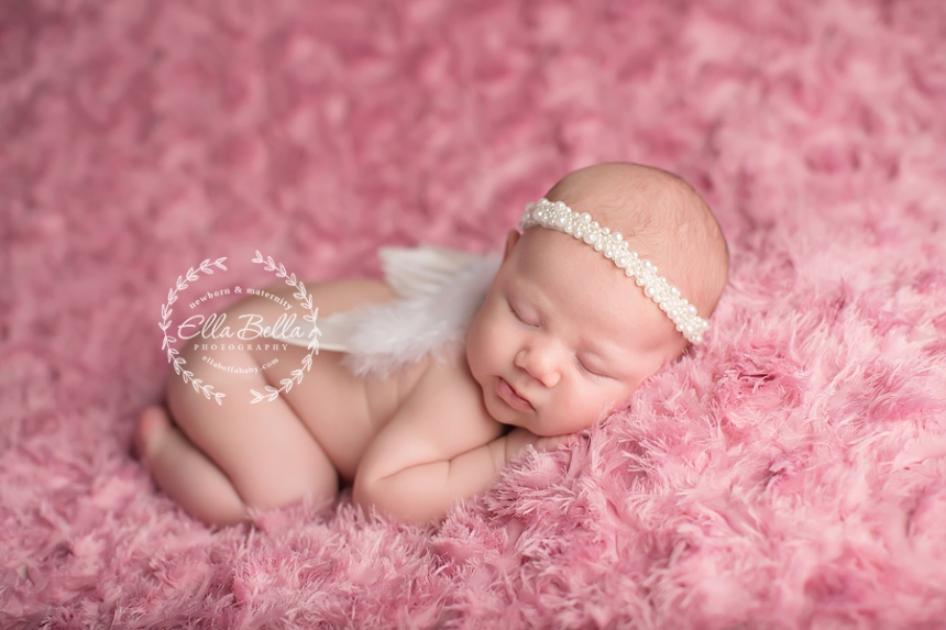 This baby girl was just over 4 weeks at her newborn session and did soooooo good she is sooo cute i hope you enjoy her sneak peeks