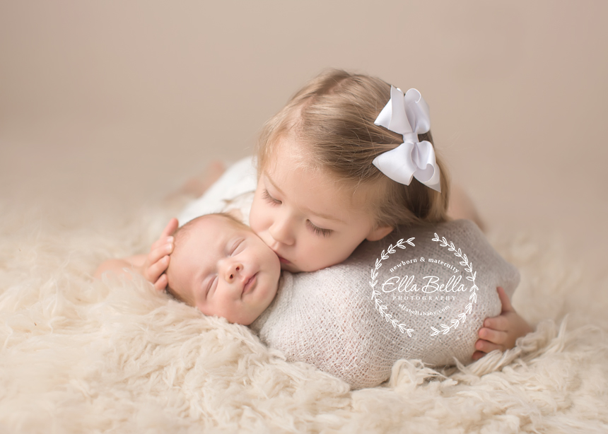 Newborn Baby Photos With Siblings